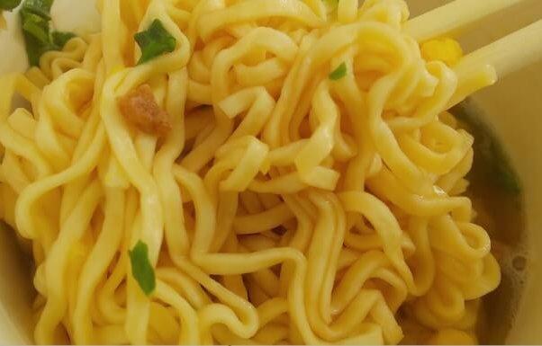 セブンのたっぷり具材醤油ヌードルの麺