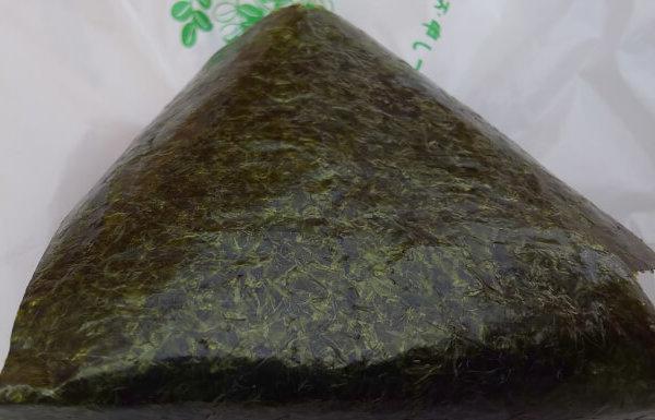 ファミマの高菜おにぎりの海苔