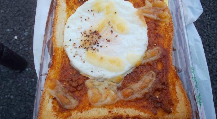 ファミマのカレーと目玉焼きトースト3