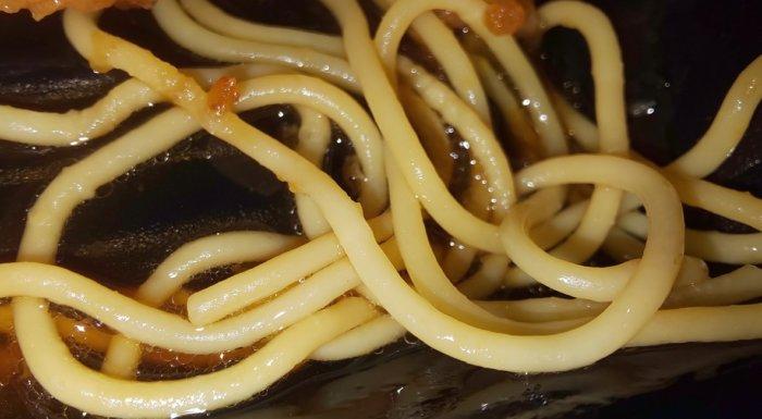 ファミマおろしタツタ弁当のスパゲティ