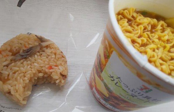セブンの舞茸おこわとカップ麺