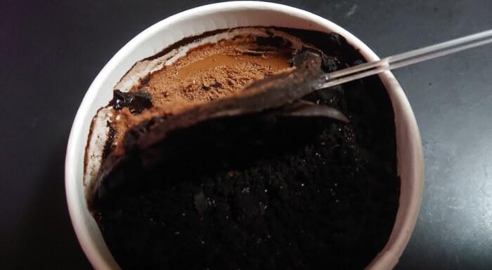 ファミマのデビルズチョコケーキ1