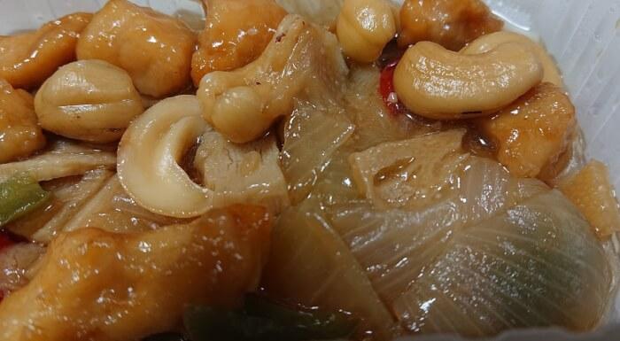 ローソンの鶏肉とカシュナッツ炒めの中身3