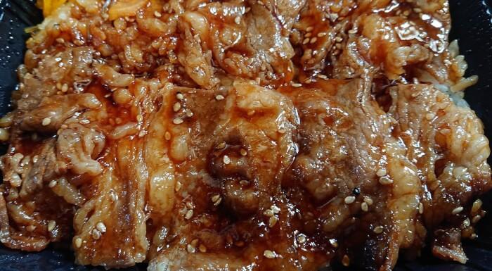 セブンイレブンの大盛ご飯!俺たちの炭火焼き牛カルビ弁当の具材