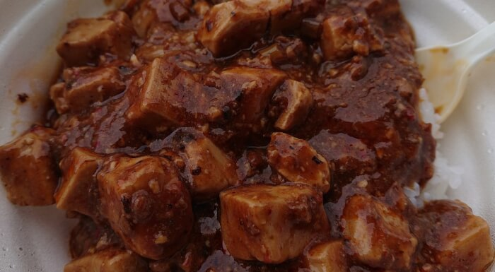 セブンの大盛りごはん5種唐辛子 四川風麻婆丼の蓋を取った状態2
