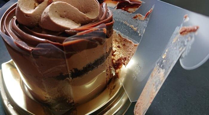 ファミリーマートのチョコレートケーキの本体1