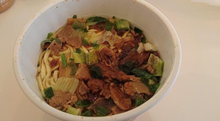 ファミマの焼豚たっぷりチャーシュー麺 生姜醤油味の具材