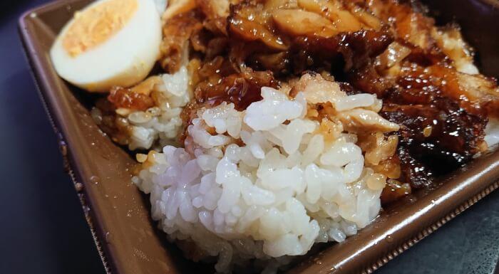 セブンの甘辛ダレで食べる鶏めしのご飯