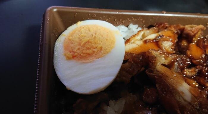 セブンの甘辛ダレで食べる鶏めしの玉子