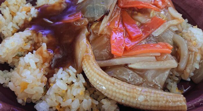 ローソンの1食分の野菜が摂れる!あんかけ炒飯の具材1
