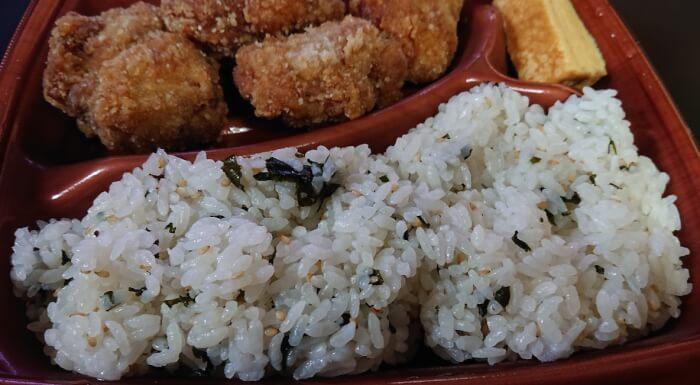 ローソンのこれが鶏竜田揚げ弁当のご飯1