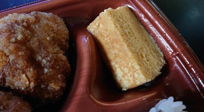 ローソンのこれが鶏竜田揚げ弁当の玉子焼き