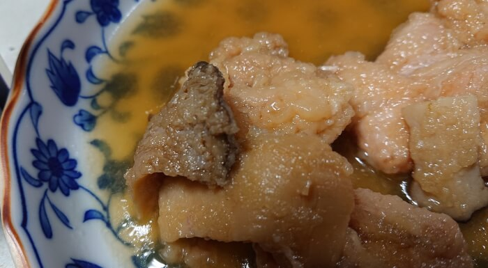 ローソンの鰹と昆布の特製出汁で作った鶏のみぞれ煮の鶏肉1