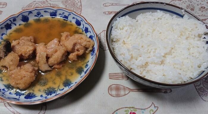 ローソンの鰹と昆布の特製出汁で作った鶏のみぞれ煮とご飯