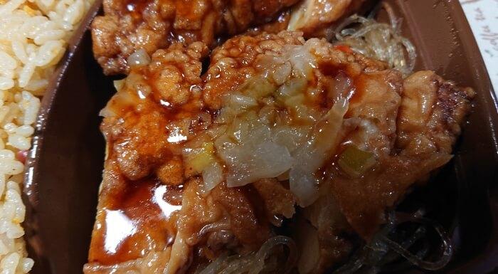 セブンの卵炒飯&香味ダレの油淋鶏の油淋鶏