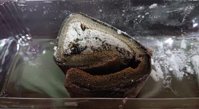 ローソンのお餅で巻いたもち食感ロール ごまみたらしの本体断面