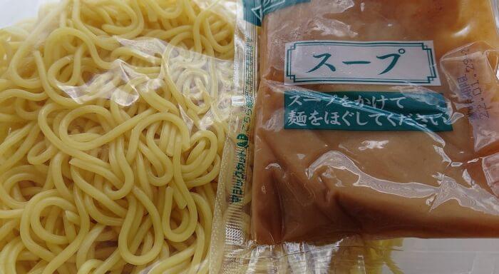 ローソンのごまだれ冷し中華の麺とスープ