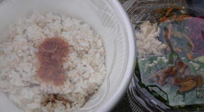 ローソンの1食分の野菜が摂れるネバネバご飯の具材とご飯