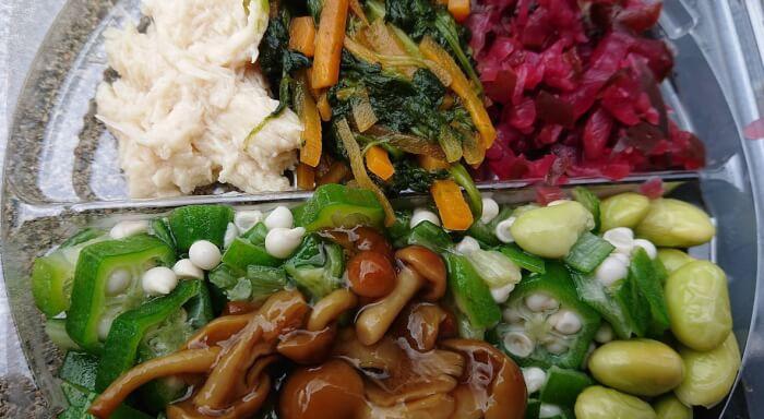 ローソンの1食分の野菜が摂れるネバネバご飯の蓋を取ったところ