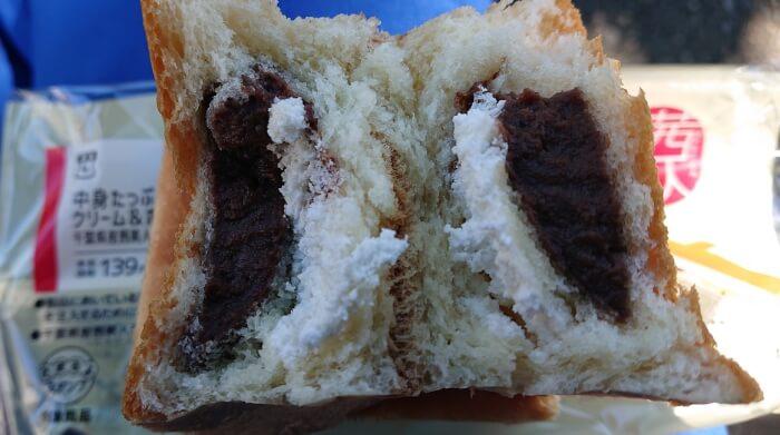ローソンの中身たっぷりクリーム&ホイップパンの断面2